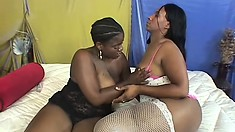 Chunky ebony chick gets her tight twat pounded with a sex toy